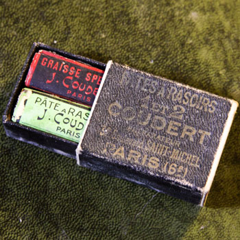 french-vintage-green-red-strop-paste