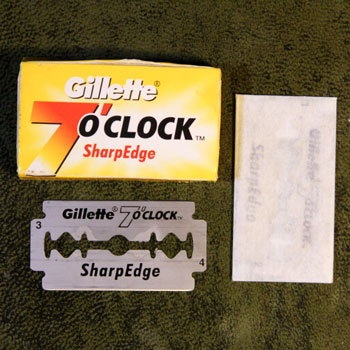 gillette 7 o'clock sharp edge razor & tuck