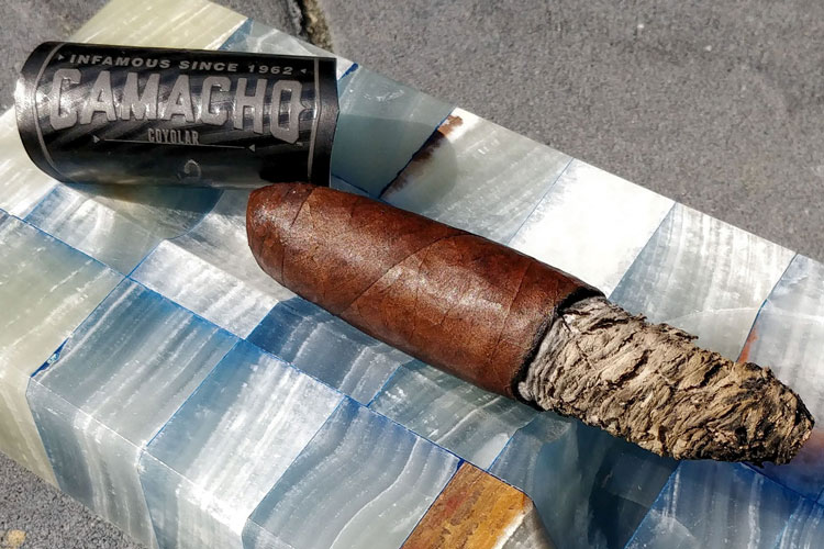 Camacho Coyolar Perfecto Cigar Review: A Short & Fun Leathery Figurado