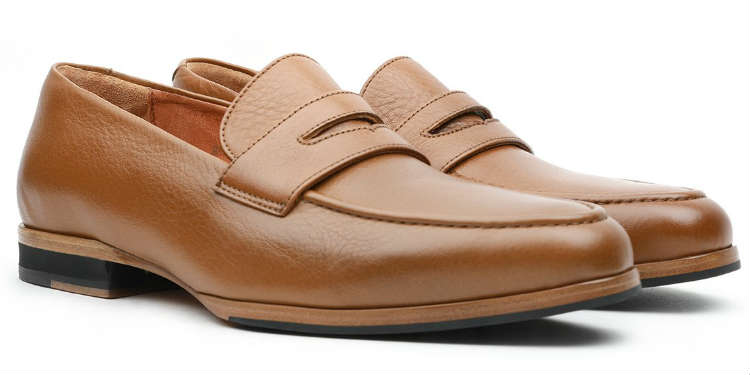 2225621b2a21 Penny Loafer Guide  6 Best Penny Loafers   How To Wear Them