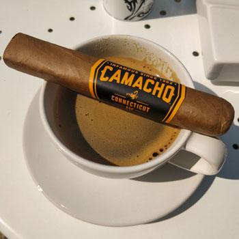 Camacho Connecticut Robusto Box Pressed & Espresso