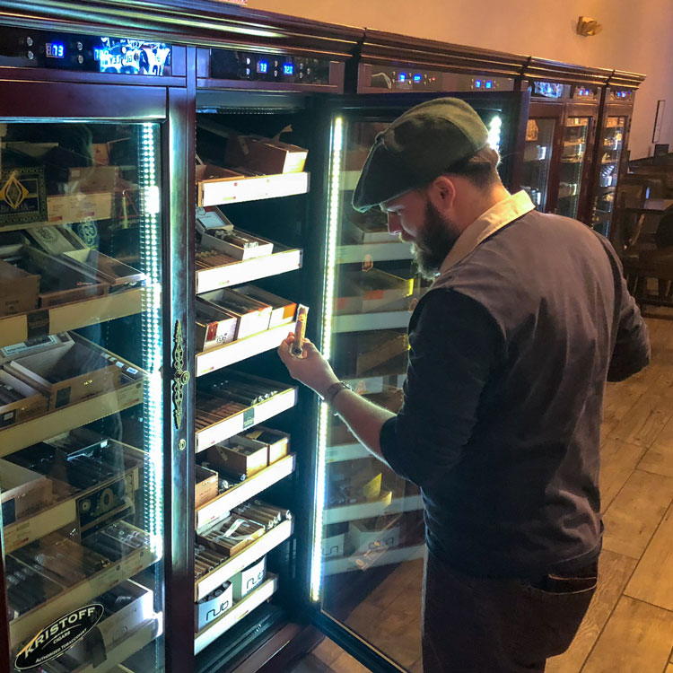 Checking Contents Of A Reagan Cigar Cooler