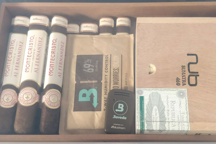 Inside A Tupperdor With Smart Sensor & Boveda Pack