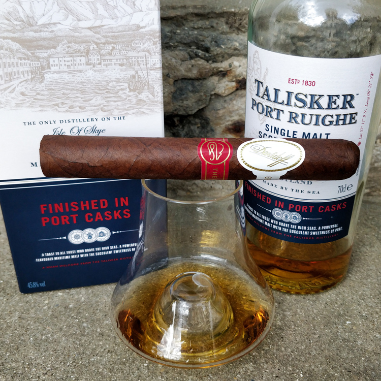 Talisker Port Ruighe Isle Of Skye Whisky Packaging & Cigar