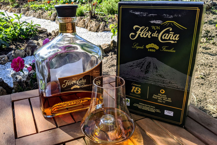 Flor de Caña 18 Bottle & Packaging