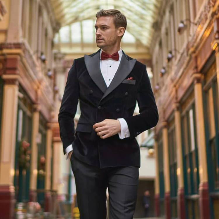 Hawes & Curtis Smoking Jacket With Bow Tie